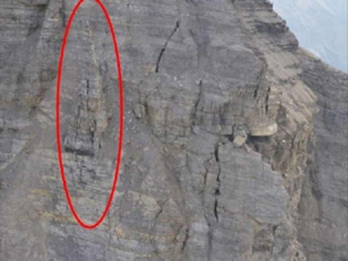 Ostwand Felsturm und frische Spaltenbildung | Gutachten Landesgeologie Tirol 10.07.2015