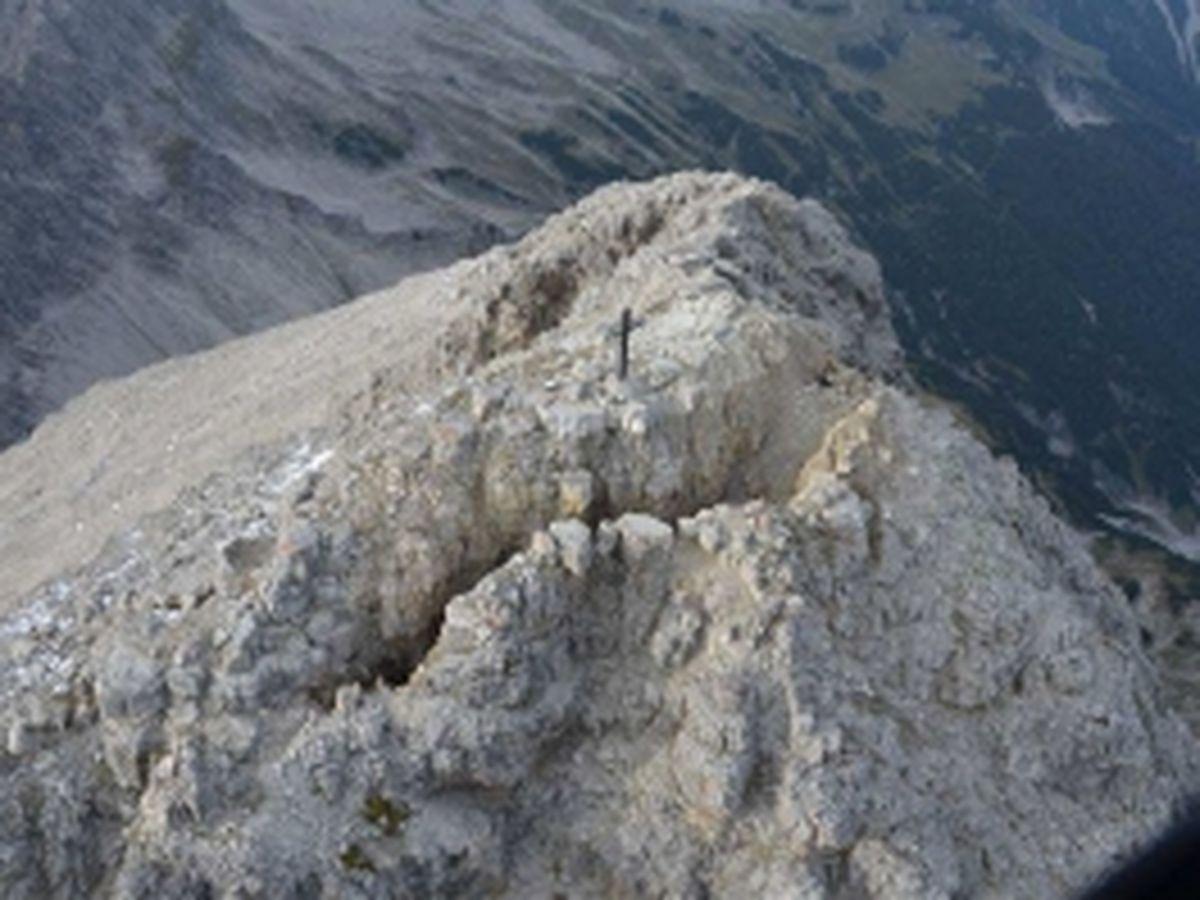 Ost- und Westspalte im Gipfelbereich | Gutachten Landesgeologie Tirol, 25.09.2014